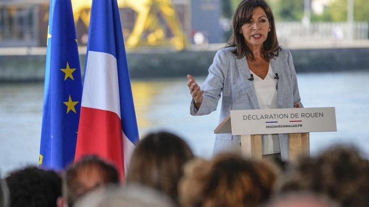 Paris'in sosyalist belediye başkanı Anne Hidalgo cumhurbaşkanlığına adaylığını koydu