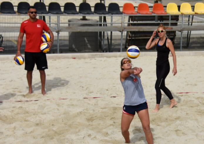 Plaj Voleybolu Şampiyonası İzmir'de başlıyor