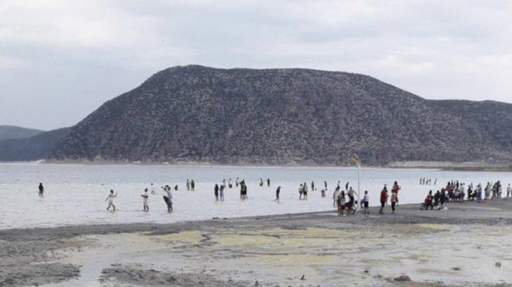 Salda Gölü'nde sular 50 metre çekildi
