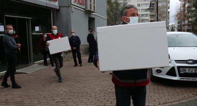 Samsun'da Covid-19 aşıları hastanelere gönderildi