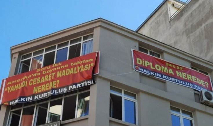 Savcılıktan 'Diploma nerede?' pankartı hakkında takipsizlik kararı
