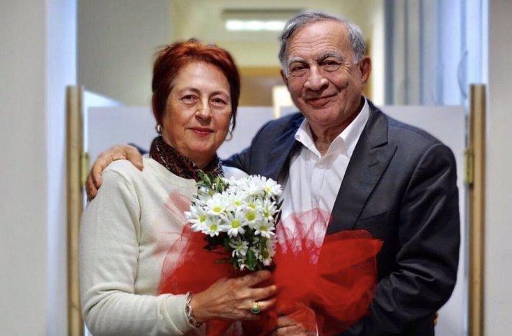 Seyhan Belediye Başkanı'nın eşi Nesrin Akay koronavirüs nedeniyle hayatını kaybetti