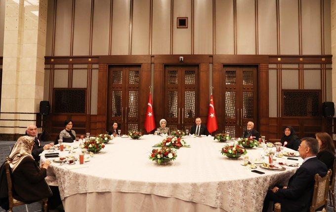 Toplu iftar yasağını duyuran Erdoğan, Külliye'de iftar verdi