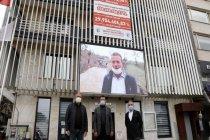 CHP'li belediye, MHP'li belediyenin bıraktığı borcu 3 metrelik pankartla duyurdu