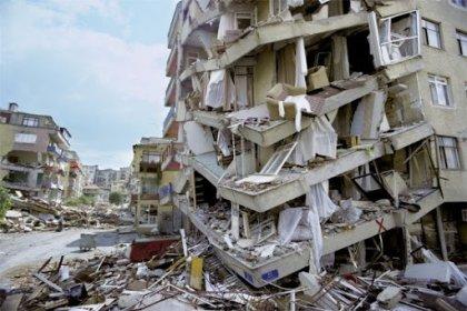 17 Ağustos depreminin üzerinden 22 yıl geçti