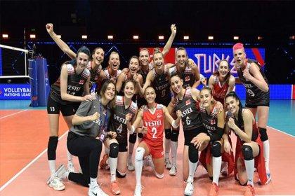 A Milli Kadın Voleybol Takımı, Milletler Ligi'nde Polonya'yı mağlup etti