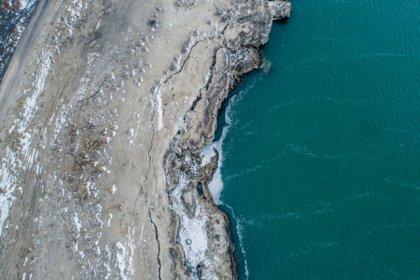 Acıgöl'de kuraklık nedeniyle derin yarıklar oluştu