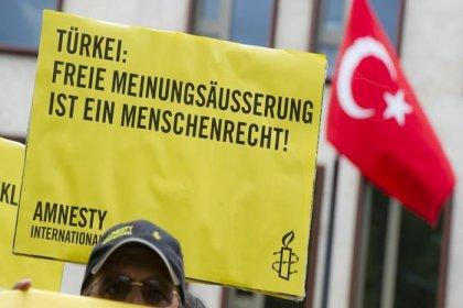 Af Örgütü: Türkiye'de çıkarılan yeni yasa STK'lara baskıyı artırdı