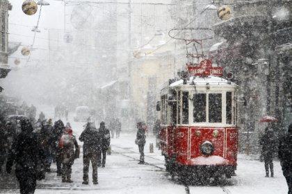AKOM: İstanbul'da kar kalınlığı 15-20 santimetreyi bulabilir