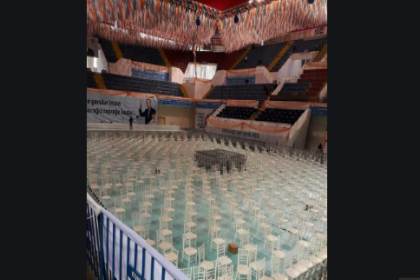 AKP İzmir il kongresinin yapılacağı salonda Bergama Belediyesi'nin işçilerini çalıştırdılar