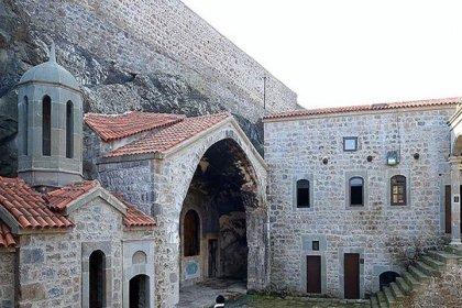AKP'li belediye manastırı tekkeye çeviriyor