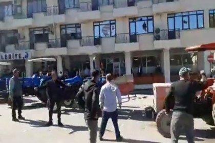AKP'li belediyenin binasını taşlayanlardan 2'si tutuklandı