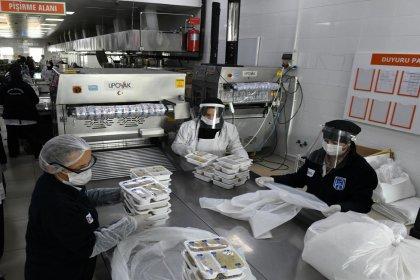 Ankara Büyükşehir Belediyesi iştiraklerinden BELPA, ihtiyaç sahibi yurttaşlara bir yıldır ücretsiz yemek sağlıyor
