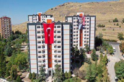 Ankara Büyükşehir Belediyesi'nin aylık 100 liradan kiraya sunacağı sosyal konutlar sahiplerine kavuştu