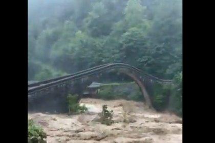 Artvin Arhavi'de tarihi çifte köprüler sel felaketine meydan okuyor