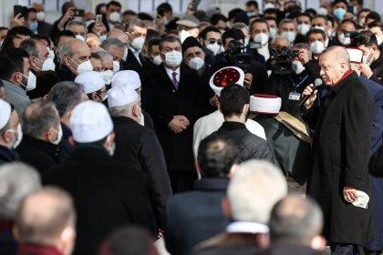 Bakan Koca 'sosyal mesafesiz' cenaze töreni için özür diledi