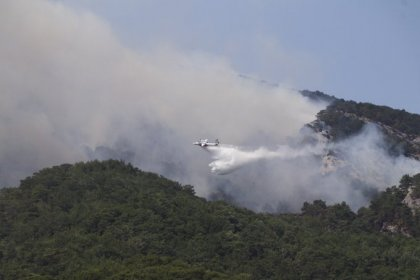Balıkesir'in Edremit ilçesi Kazdağları mevkiinde başlayan orman yangını kontrol altına alındı soğutma işlemleri yapılıyor