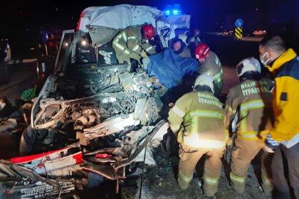 Bandırma'da işçi taşıyan minibüs ile TIR çarpıştı: 3 ölü, 9 yaralı