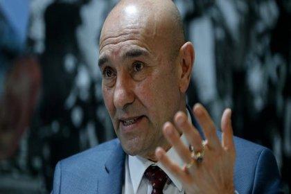 Belediyenin Enver Aysever'e ödeyeceği atölye ücreti tartışma yaratmıştı, Tunç Soyer ihaleyi iptal etti