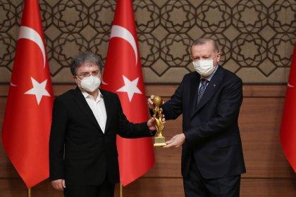 Beştepe'de 'Medya Oscarları' töreni: Ahmet Hakan ödülünü Erdoğan'dan aldı