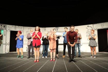 Bodrum Belediyesi Şehir Tiyatrosu 'Kocasını pişiren kadın' oyunu ile perdeyi açtı