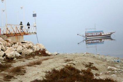 Burdur Gölü'nde su çekildi, iskele ortada kaldı
