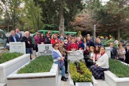 Çağdaş Yaşamı Destekleme Derneği'nin yeni yönetimi Prof. Dr. Türkan Saylan'ın mezarını ziyaret etti