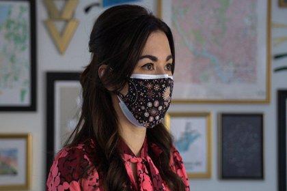 'Cerrahi maskenin üzerine kumaş maske takmak koronavirüs riskini yüzde 95 azaltıyor'