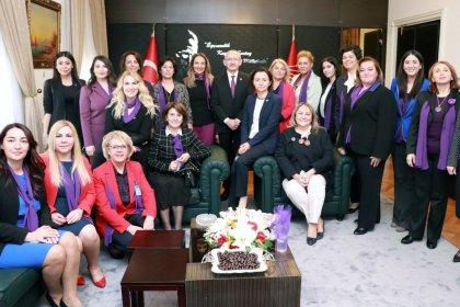 CHP Kadın Kolları'ndan Kılıçdaroğlu'na ziyaret