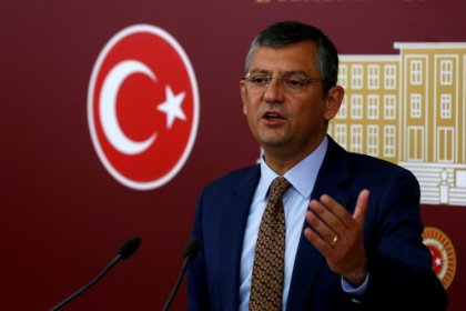 CHP'li Özgür Özel'den istifa eden 3 milletvekili hakkında açıklama; 'Saray operasyonu CHP'yi yolundan döndüremeyecektir'