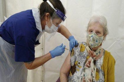 'Covid-19 aşısı virüsün yayılma hızını yavaşlatıyor'