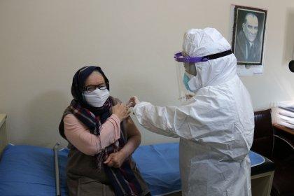 Darülaceze'de kalan yaş almış yurttaşlar aşılandı
