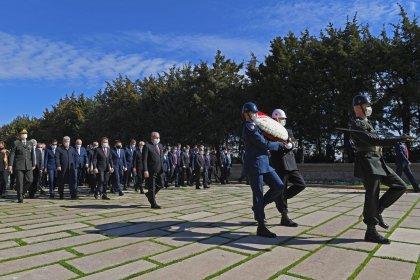 Devlet erkanı TBMM'nin açılışının 101. yılında Anıtkabir'de