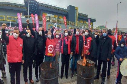 DİSK, kuruluşunun 54. yılını grevdeki işçilerle kutluyor