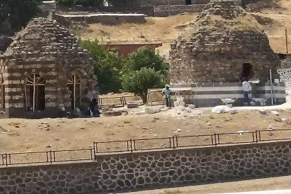 Diyarbakır'da 400 yıllık kümbetlerin restorasyonu tepki çekti: 'Yeni bir karpuz kulesi faciası yapıyorlar'