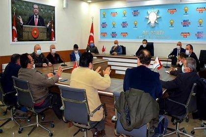 Eğitimi konuşmak için AKP ilçe binasında toplanmışlar