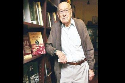 Eski bakan ve yazar Ömer Cahit Kayra hayatını kaybetti