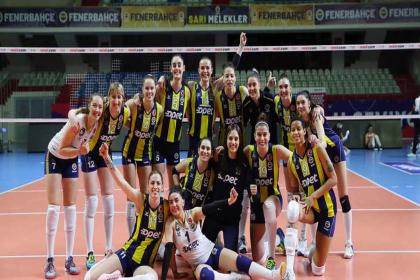 Fenerbahçe kadın voleybol takımı, Covid-19'lu sporcu sayısının artması nedeniyle maça çıkamayacak