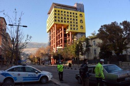 Google'a 'Dünyanın en saçma binası' yazınca ilk sıralarda çıkan Maraş'taki İl Özel İdare binası yıkılacak