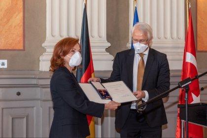 Güher ve Süher Pekinel'e Almanya Liyakat Nişanı