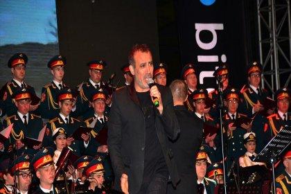 Haluk Levent, Rus Kızılordu Korosu ile konser verdi