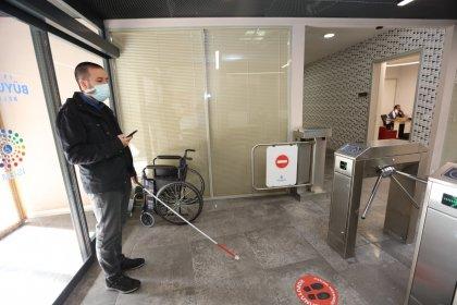 İBB, görme engelliler için telefon uygulaması geliştirdi