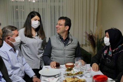 İmamoğlu, mazbatasının elinden alındığı gün iftara gittiği aileyle bir araya geldi: 'Senin sofran demokrasiye uğurlu geldi'