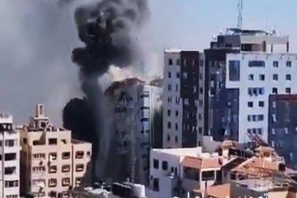 İsrail, uluslararası televizyonların bulunduğu binayı bombaladı
