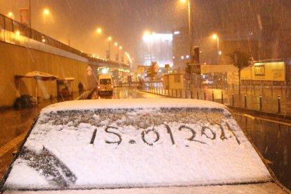 İstanbullular güne kar yağışıyla uyandı