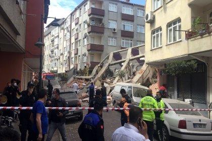 İstanbul'un Zeytinburnu ilçesinde 5 katlı bina çöktü
