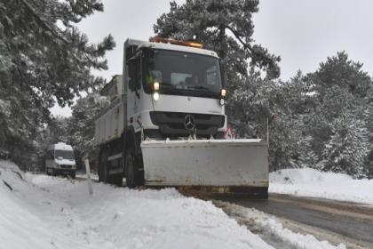 İzmir Büyükşehir Belediyesi, 18 ilçede kar küreme ve tuzlama çalışması yaptı
