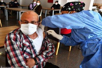 İzmir Büyükşehir Belediyesi Sosyal Yaşam Kampüsü'nde ilk doz aşılar yapıldı