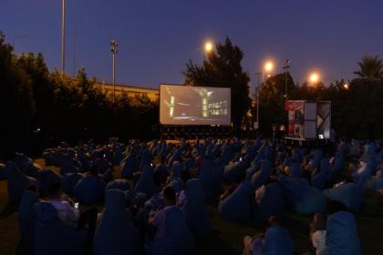 İzmir Büyükşehir Belediyesi'nin açık havada sinema keyfi devam ediyor