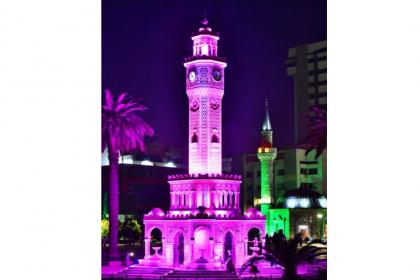 İzmir Saat Kulesi Alzheimer Günü için mora büründü